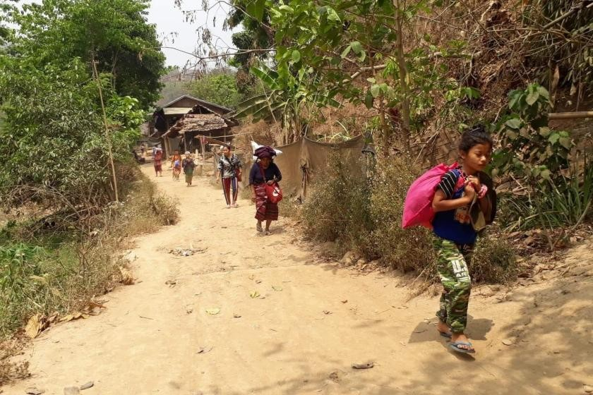Villagers flee their homes in Karen state's Mutraw district (KWO)